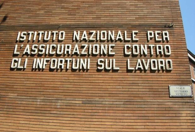Sede_INAIL,_prato,_02
